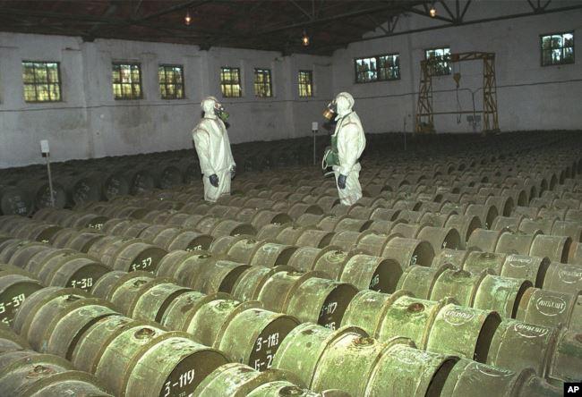 Проверка контейнеров с отравляющими веществами