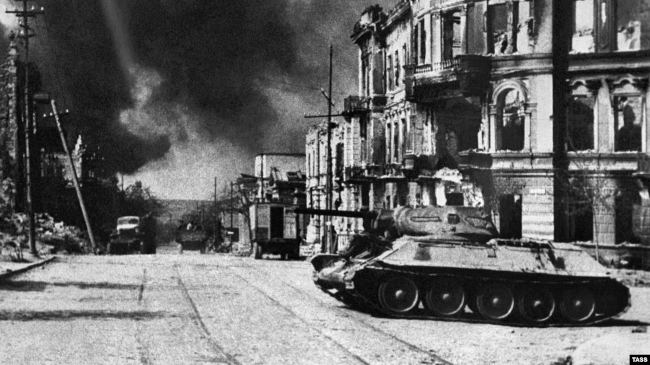 Севастополь. Вид на улицу Ленина в день освобождения города, 1944 год