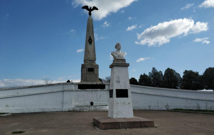 Обелиск Третьему бастиону и бюст матросу Игнатию Шевченко